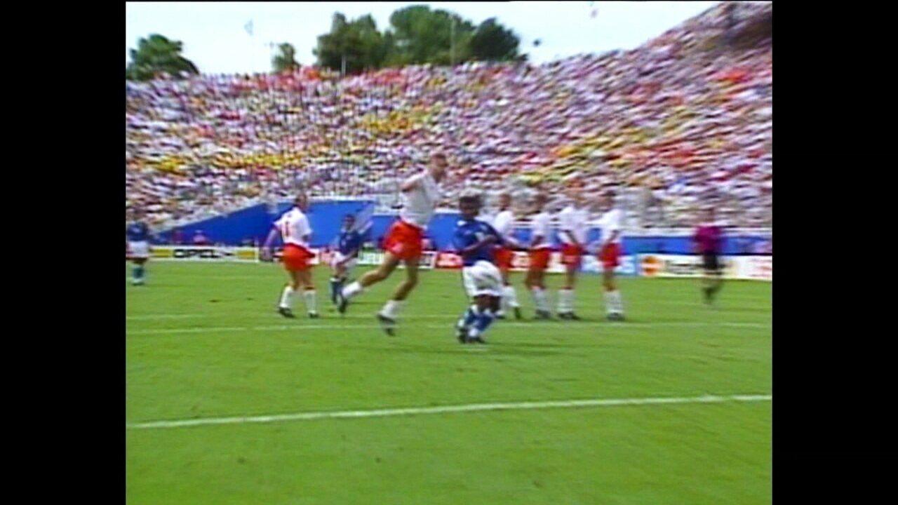 É Tetra: Brasil bate Holanda com gol de Branco e Suécia com Romário marcando de cabeça e chega à final da Copa de 1994