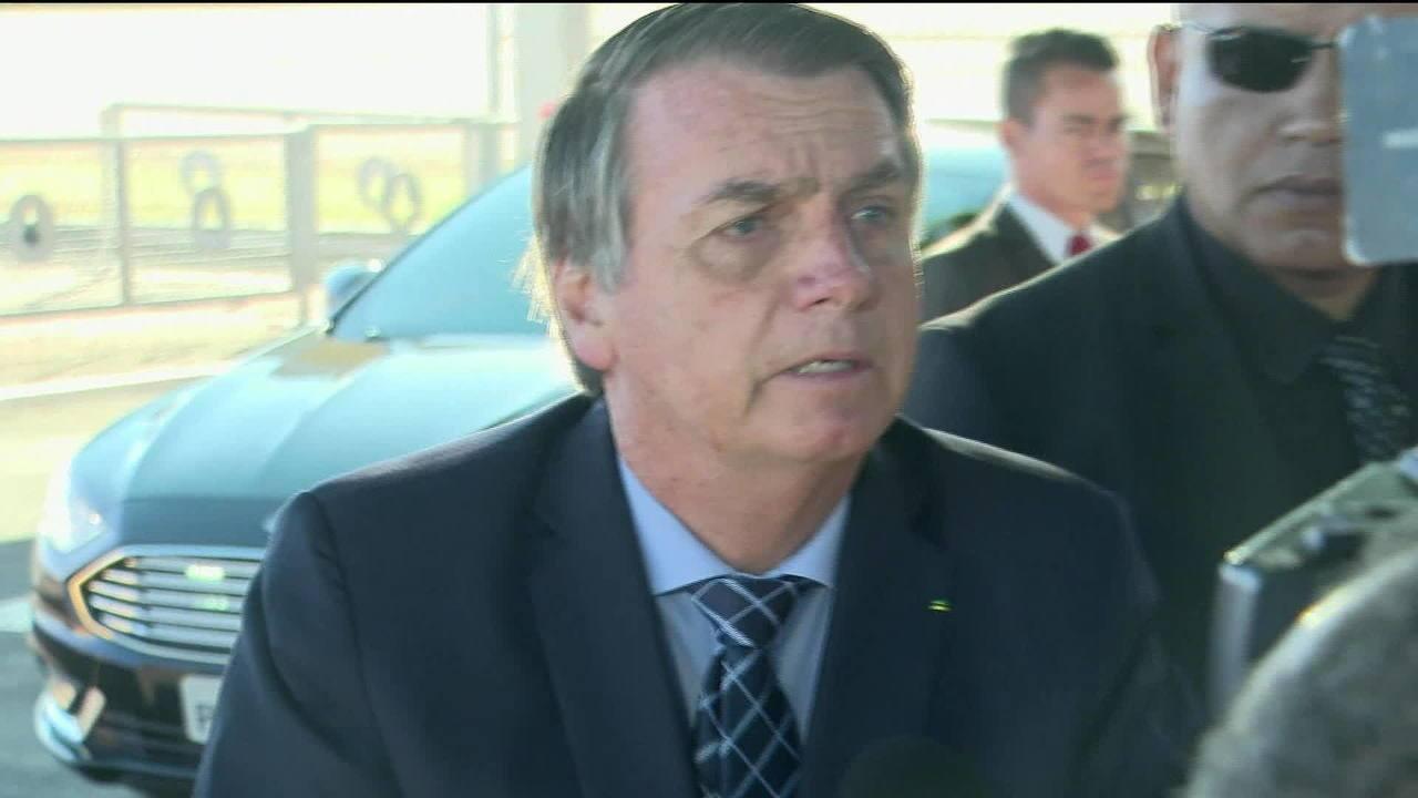 Bolsonaro diz que pretende regulamentar garimpo em terras indígenas