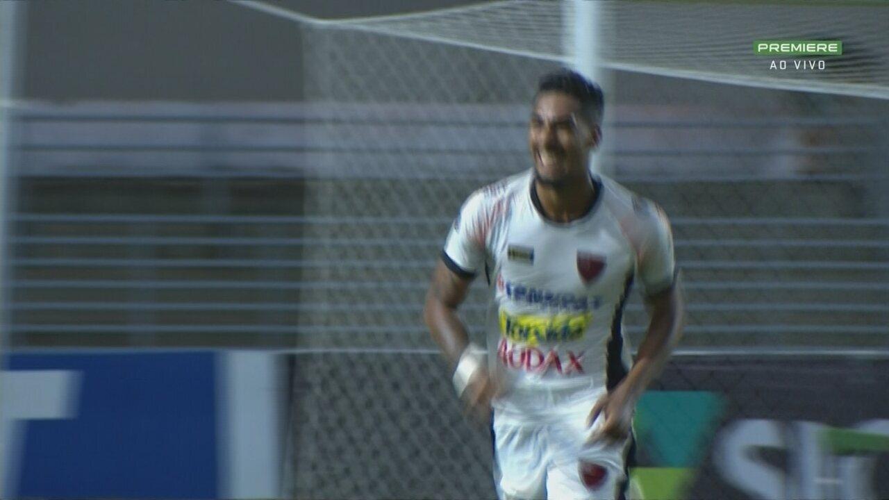 Gol do Oeste! Léo Ceará acha Fábio sozinho dentro da área que deixa tudo igual no placar