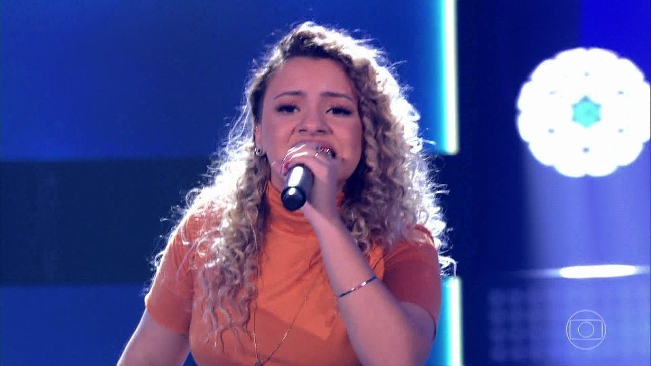 "Steici Lauser canta ""River"""