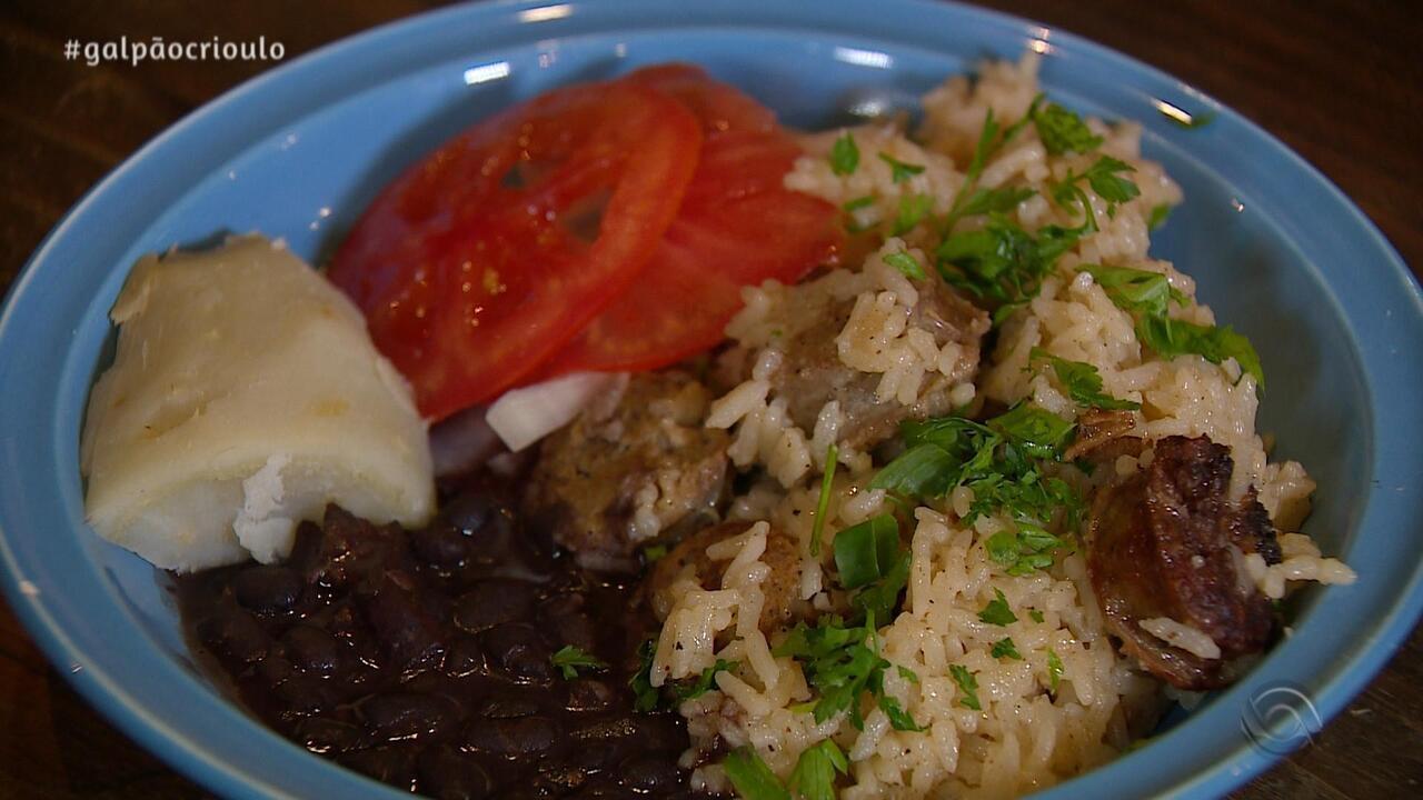 Grupo Matizes prepara receita de Arroz com Linguiça no quadro Cozinha de Galpão