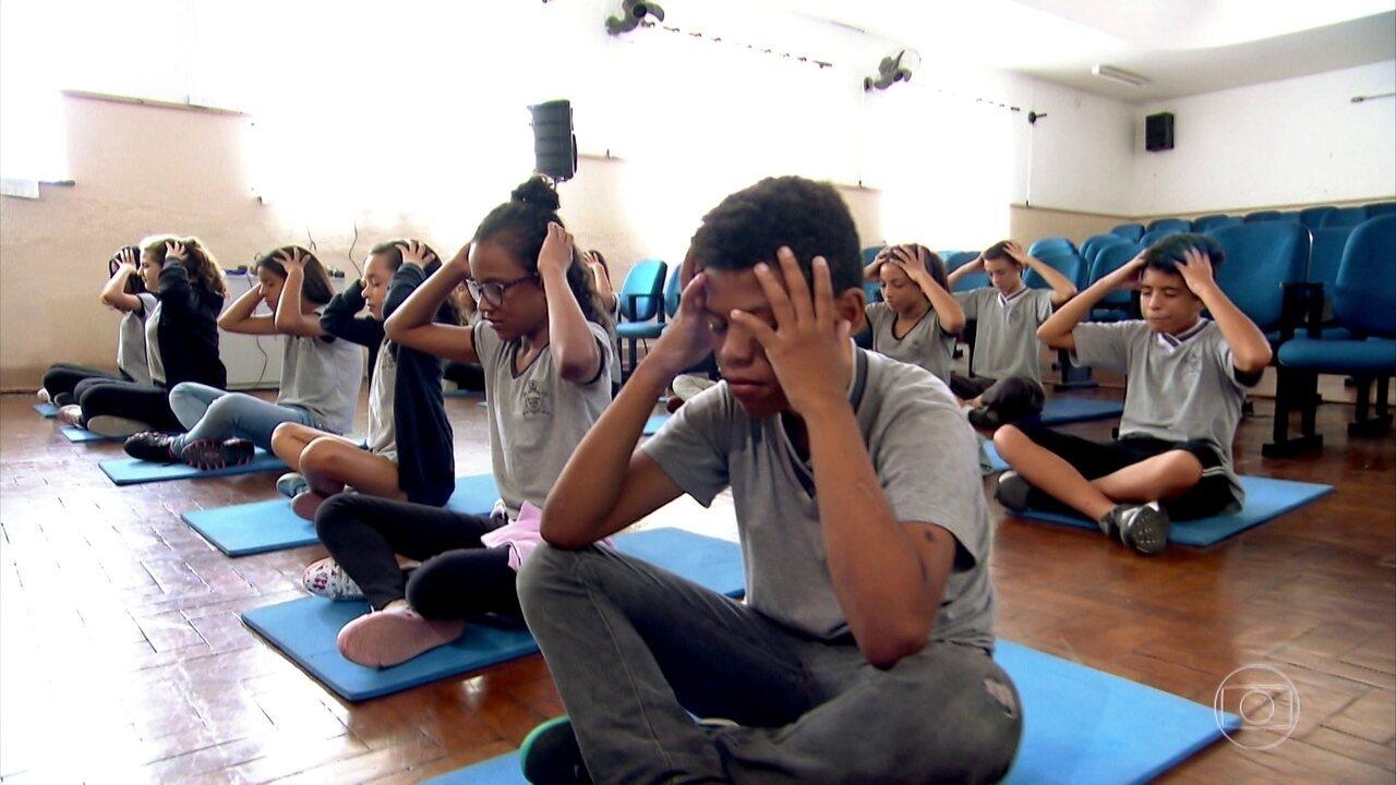 Meditação está ajudando estudantes de SP a se livrar do esquecimento nas provas