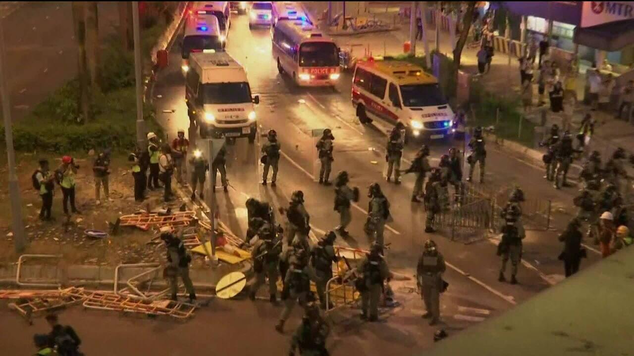 Ruas de Hong Kong registram confronto entre polícia e manifestantes
