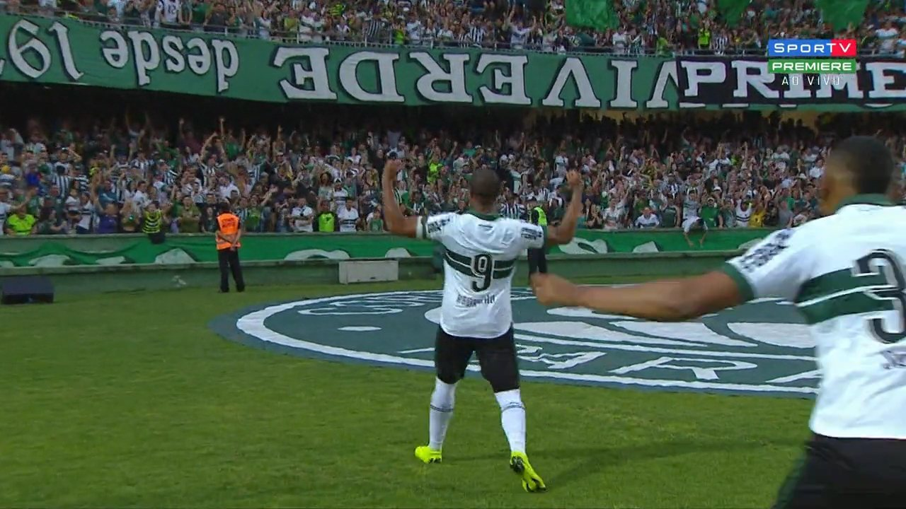 Gol do Coritiba! Juan Alano cruza, e Rodrigão faz 1 a 0 contra o Figueirense