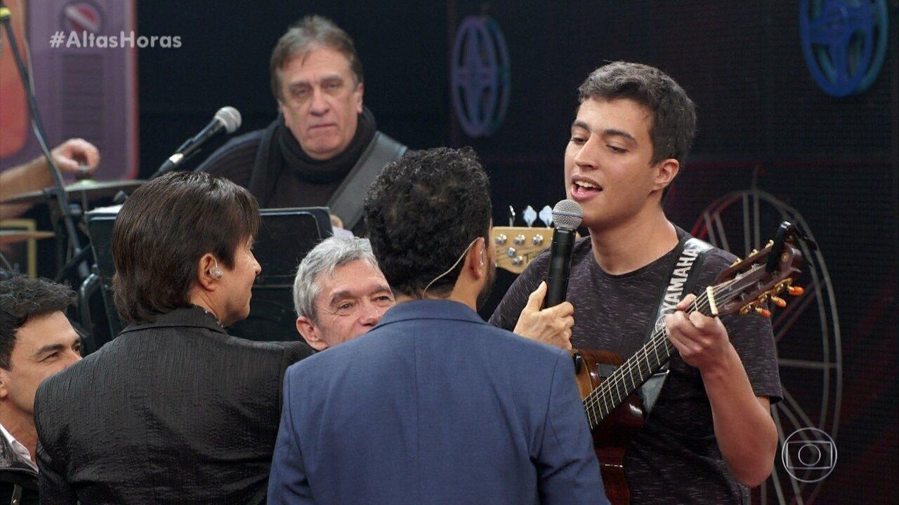 Fã dos Amigos se emociona ao tocar e cantar com seus ídolos