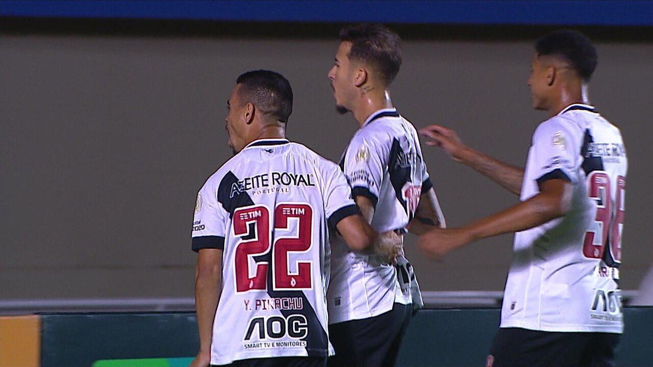 Gol do Vasco! Marcos Junior recebe na área e toca no canto sem chances para Tadeu aos 21 do 1º tempo