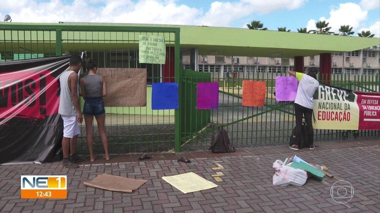Universidades e escolas públicas fecham as portas em dia de mobilização pela educação