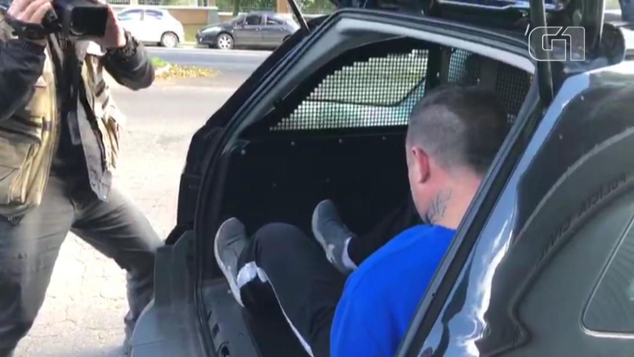 Vídeos mostra homem que atirou em ex-companheira se apresenta à polícia e é preso