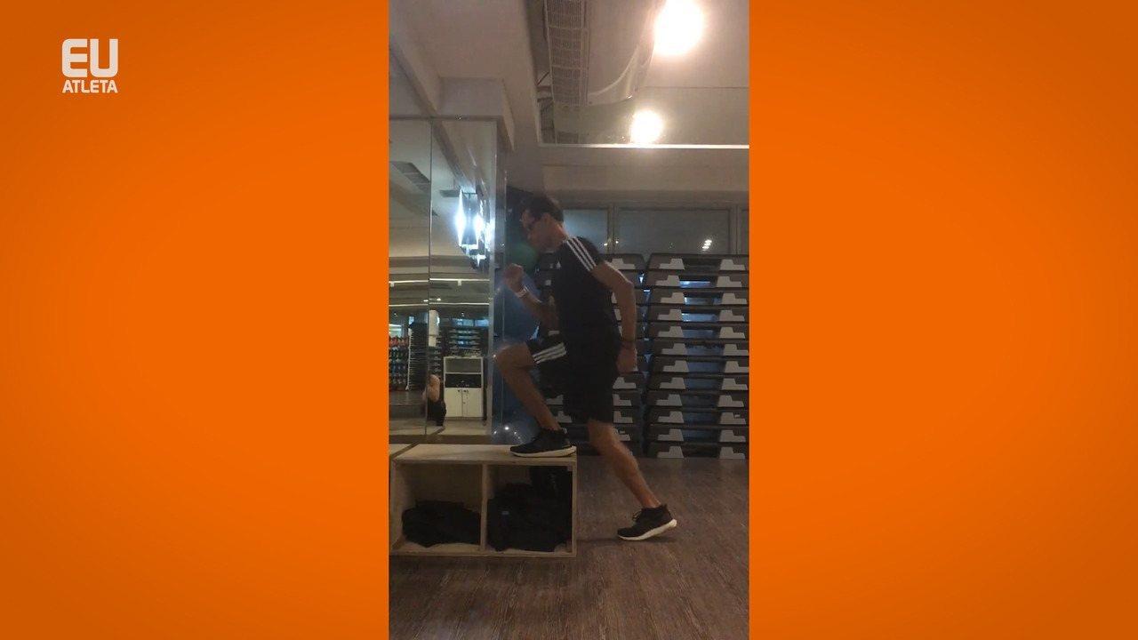 O professor de Educação Física Marcelinho Tavares demonstra exercício de adaptação para preparação de maratona (Divulgação / Marcelinho Tavares)