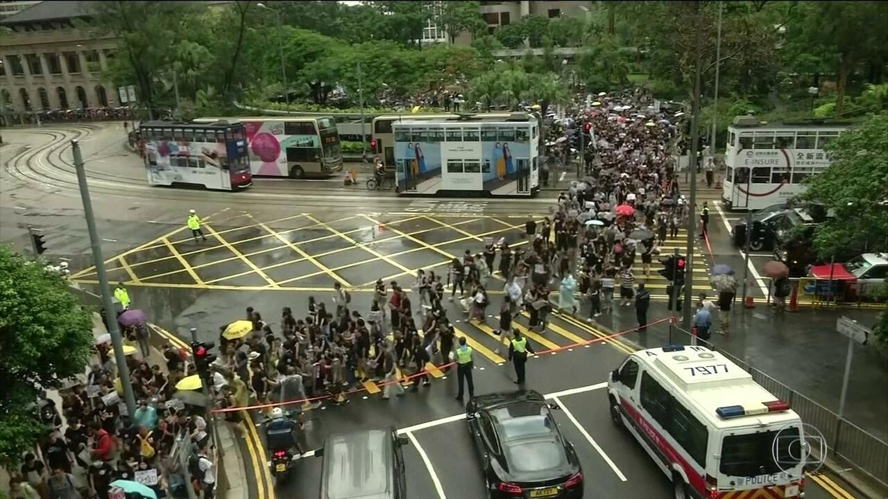 Manifestação em Hong Kong reúne milhares contra e a favor do governo local