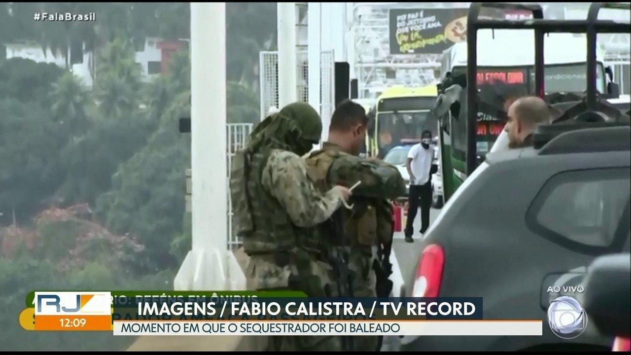 Especialista analisa imagens que mostram momento em que sequestrador se entrega