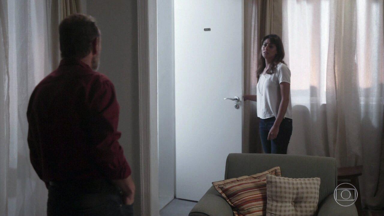 Elias discute com Helena por causa de Hussein