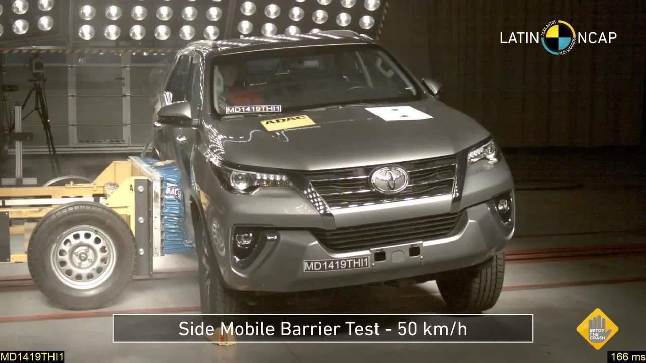 Toyota Hilux leva 5 estrelas em teste de colisão