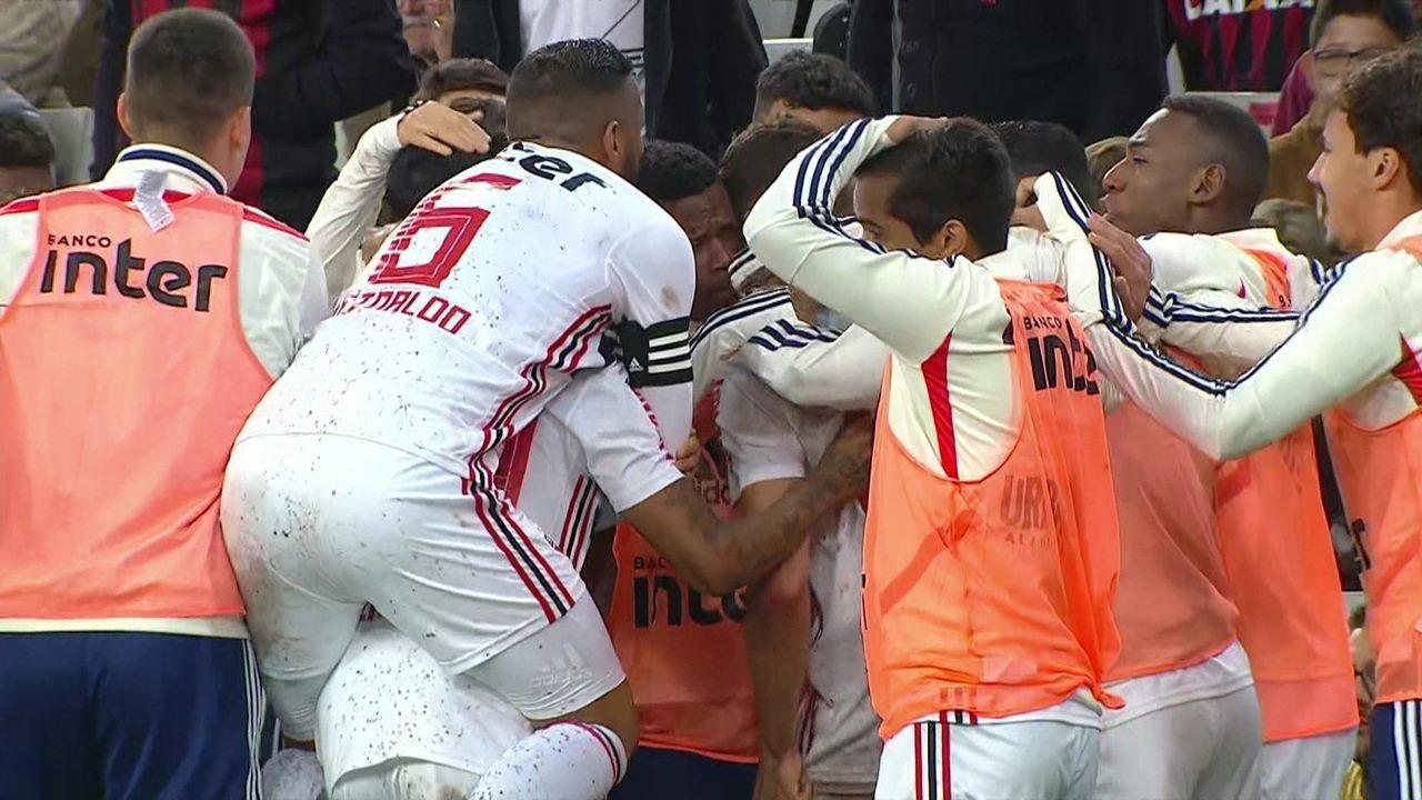 Veja o gol de Vitor Bueno contra o Athletico-PR