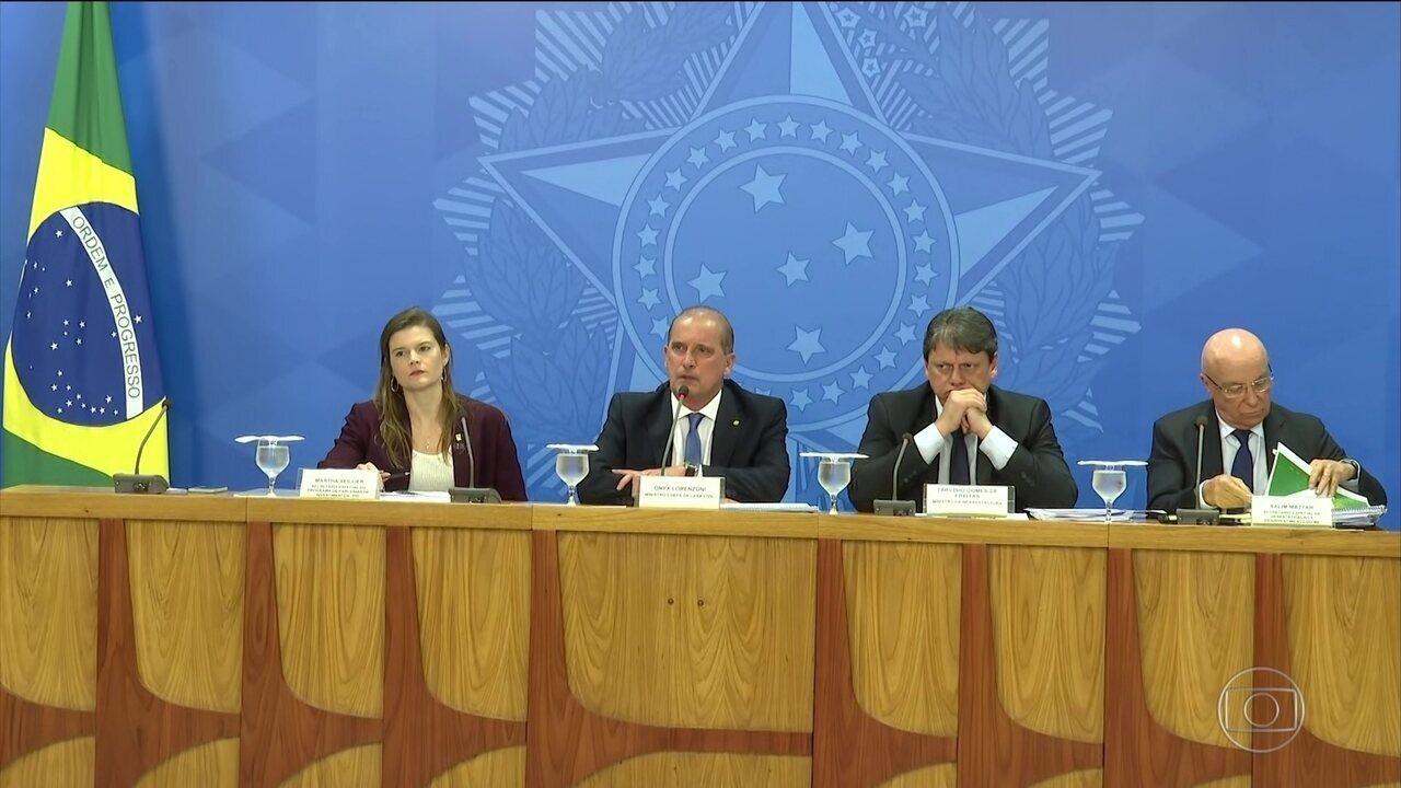 Governo anuncia privatização de mais estatais, entre elas Correios e Telebras
