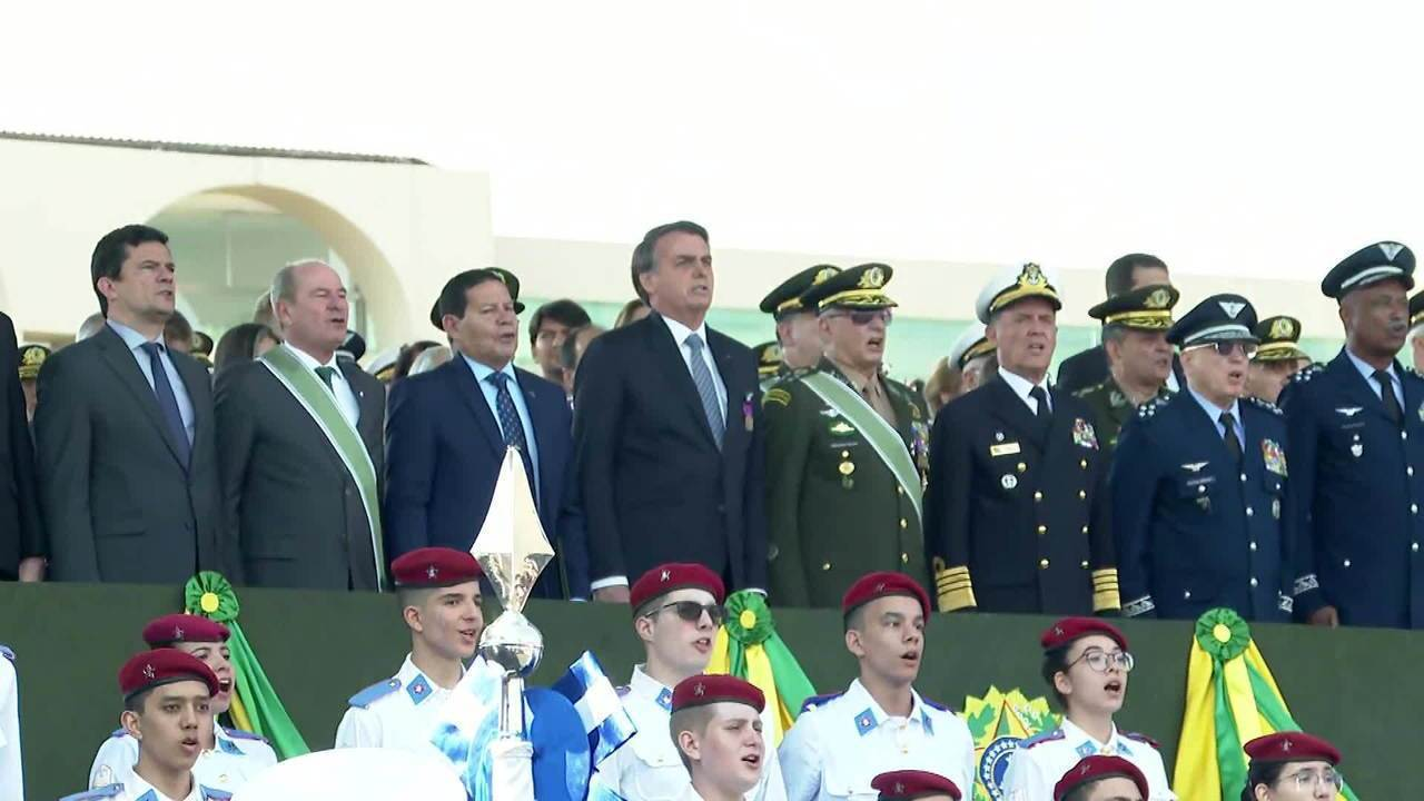 Bolsonaro diz que mandar militares para Amazônia é uma tendência