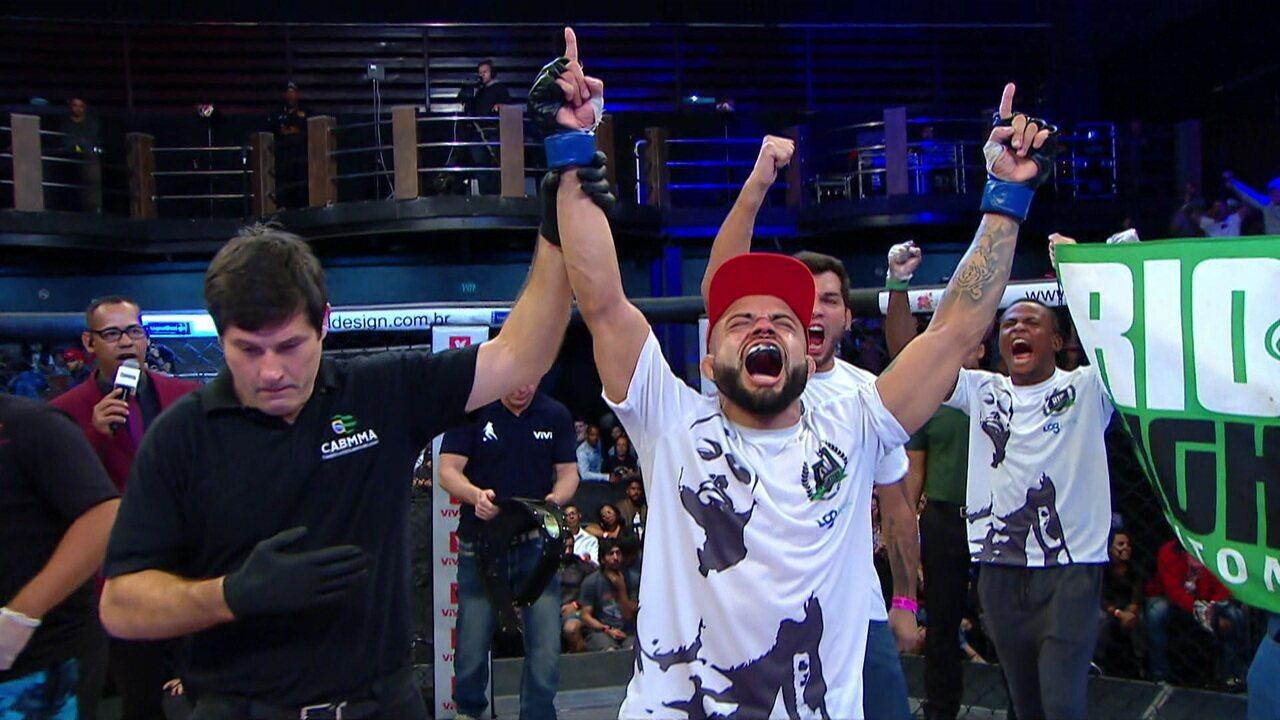 Elvis Silva venceu Glyan Alves por decisão dividida