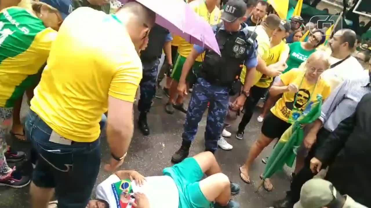 Manifestante cai de trio elétrico durante manifestação em Belém. Imagens: Diógenes Brandão/ Amazonlive