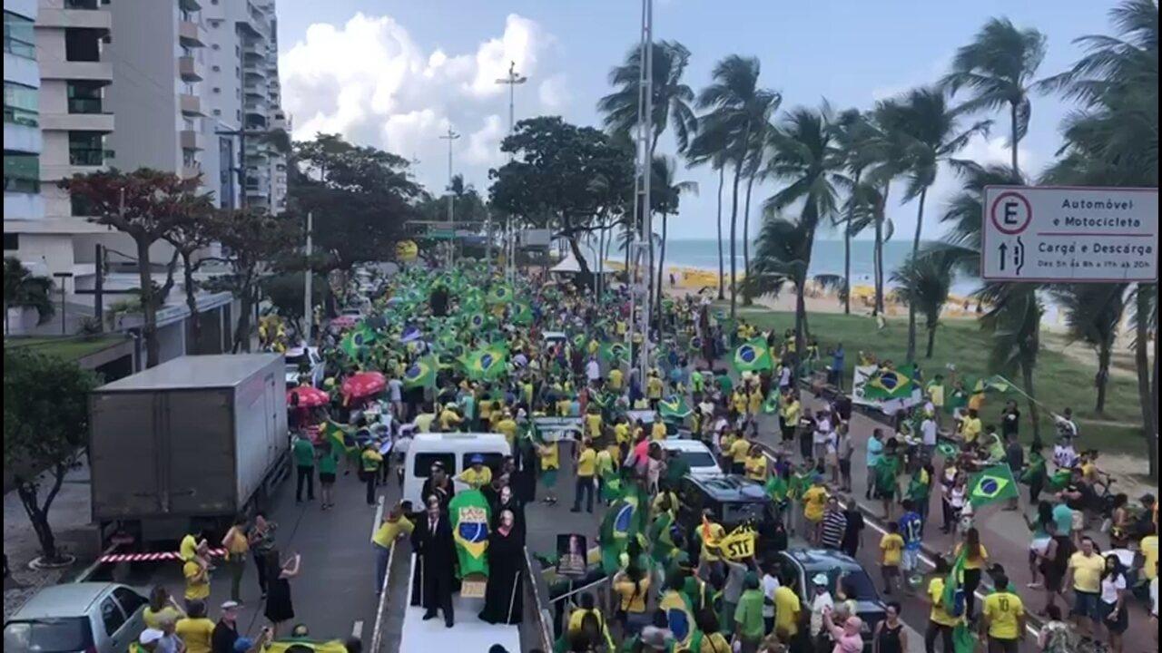 Manifestantes fazem protesto contra projeto de lei de abuso de autoridade no Recife