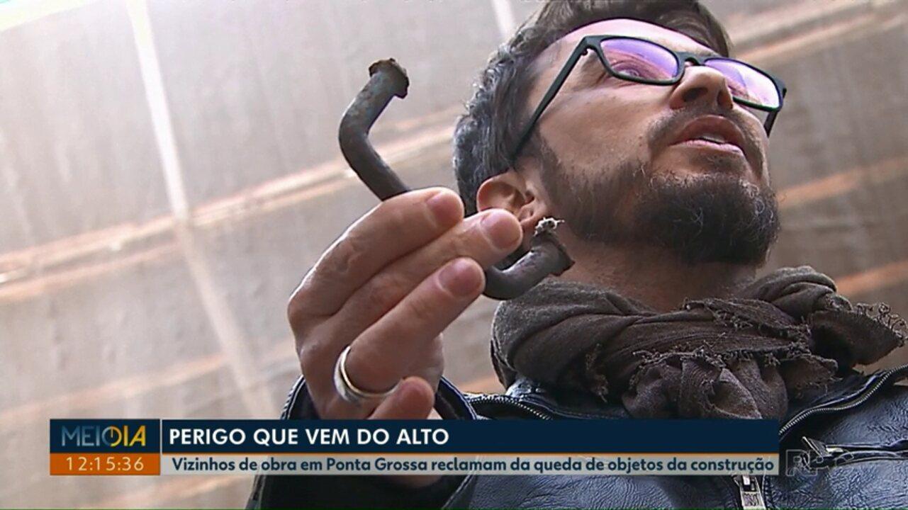 Vizinhos de construção em Ponta Grossa reclamam da queda de objetos da obra