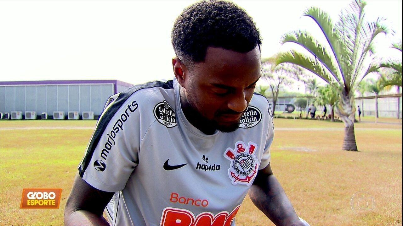 Renê Junior se recupera de lesão e volta a treinar no Corinthians