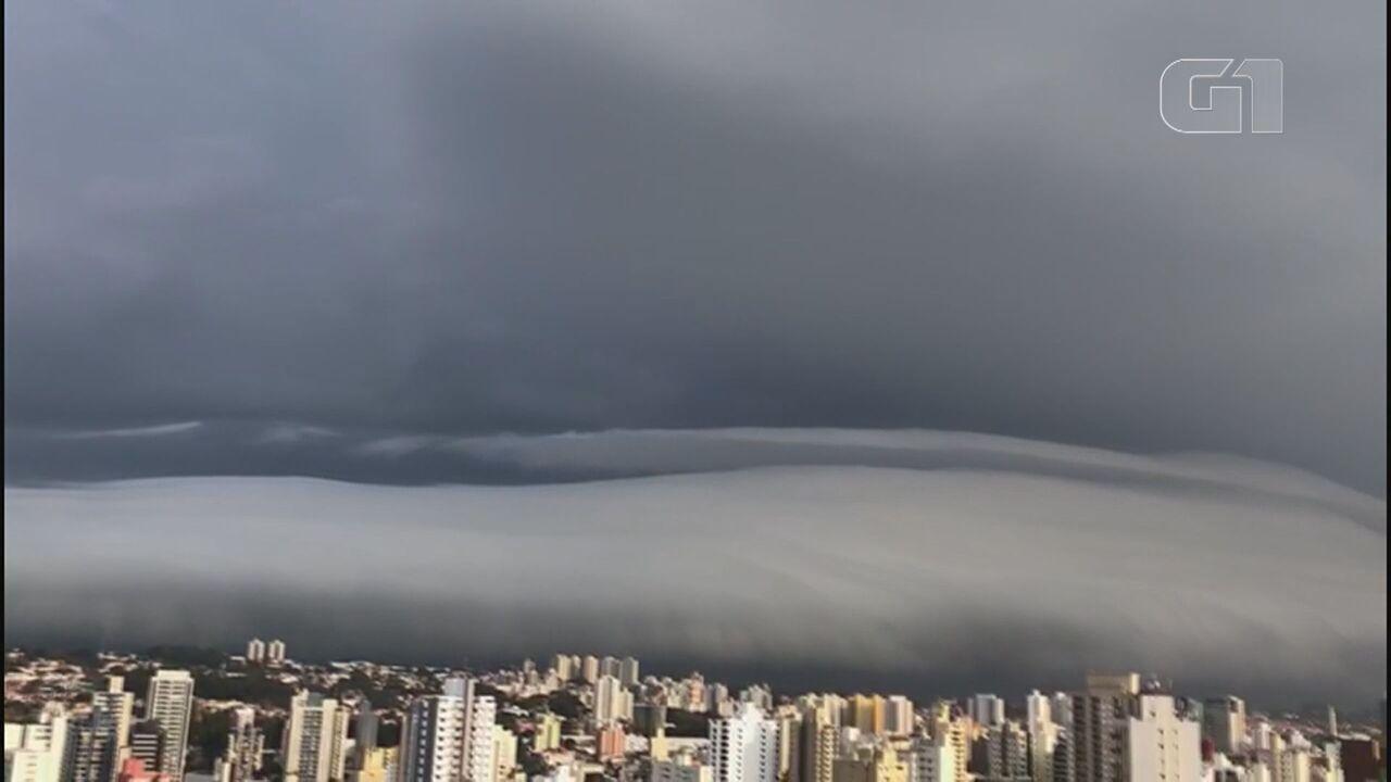 Nuvem gigante chama a atenção de moradores na região de Campinas