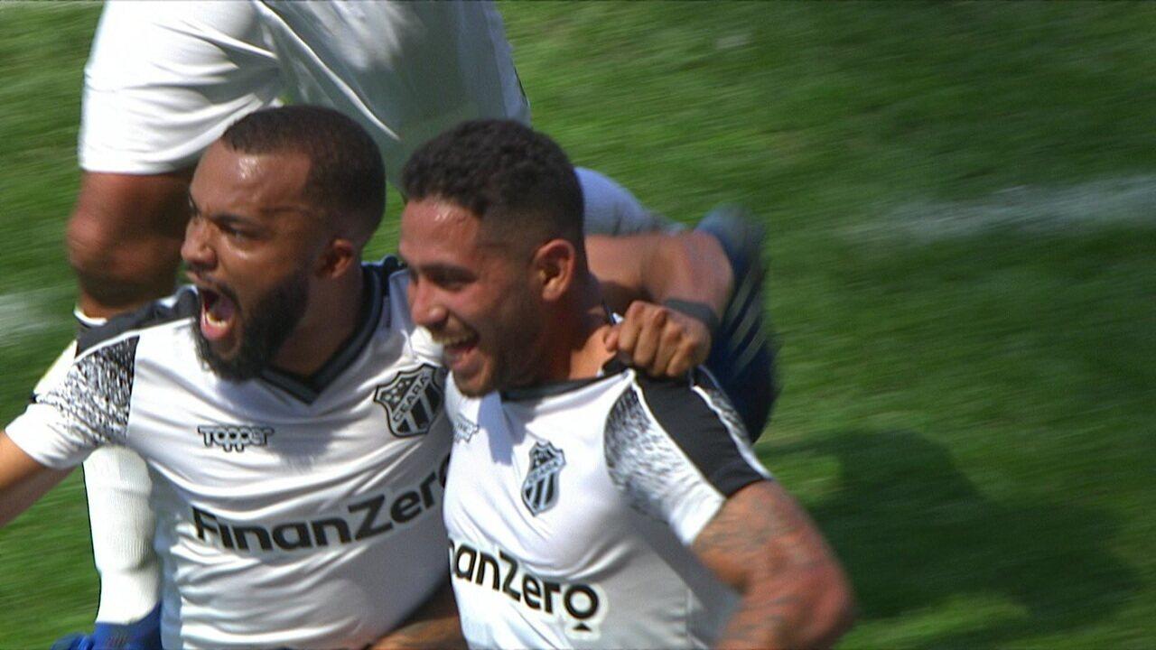 Golaço do Ceará! Leandro Carvalho cobra escanteio direito para o gol e surpreende Cássio, aos 46 do 2º tempo
