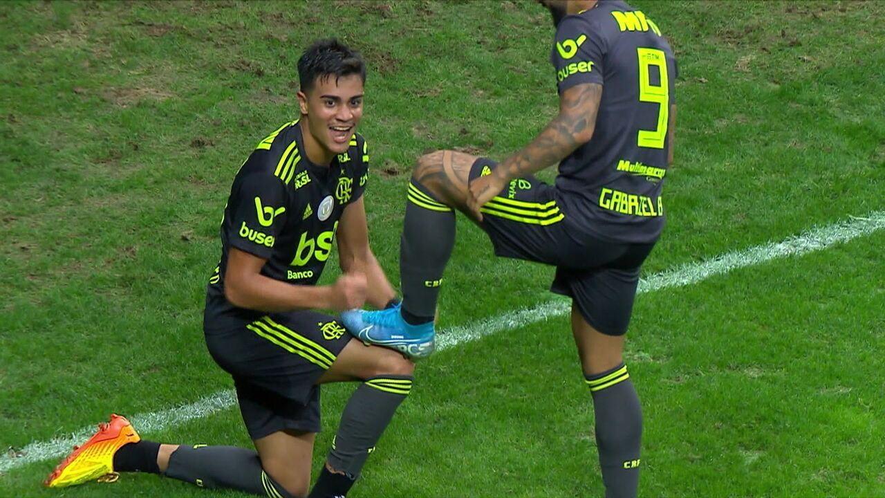 Gol do Flamengo! Reinier recebe de Arão, toca por cima para Gabigol, que devolve para o meia marcar
