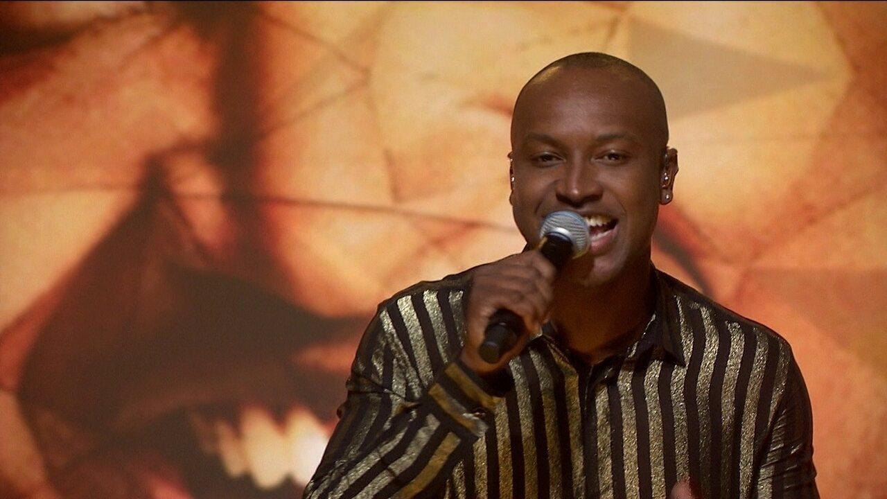 Thiaguinho canta 'Deixa tudo como tá' no palco do Fantástico