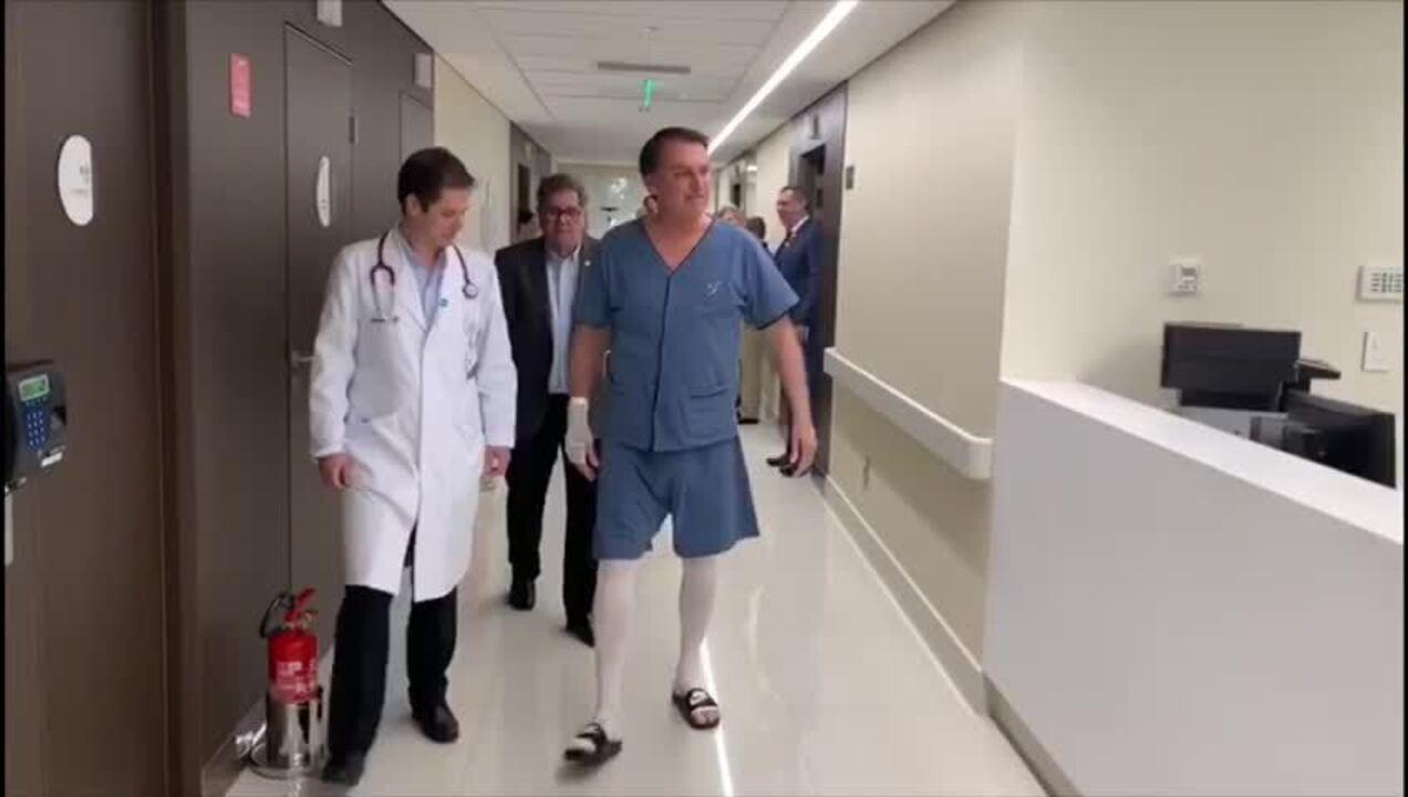 Presidência divulga imagem de Bolsonaro caminhando em hospital de SP
