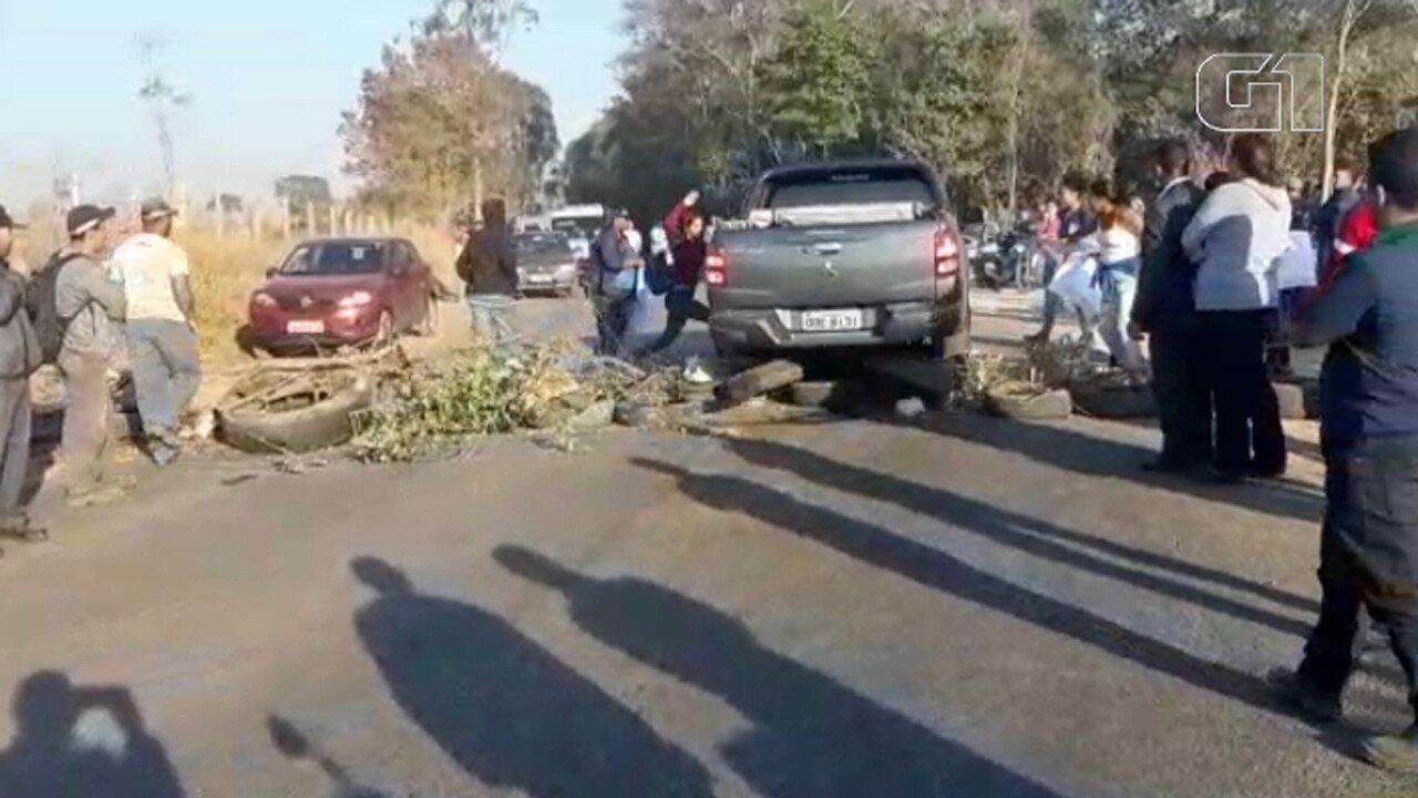 Médico de Brumadinho fura manifestação e quase atropela pessoas