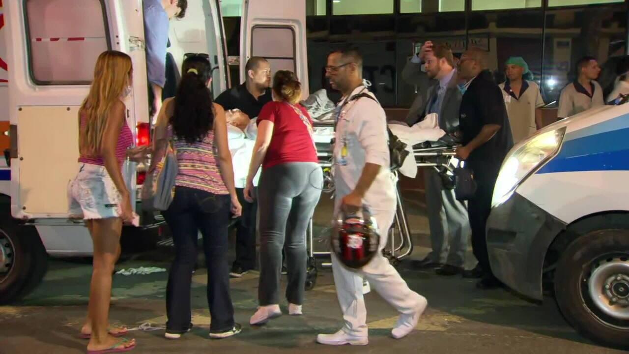Ambulâncias removem pacientes de hospital atingido por incêndio no Rio