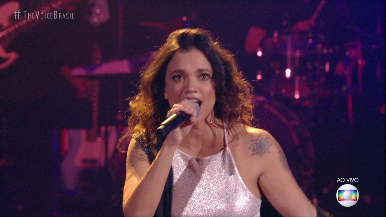 """Larissa Marinonio canta """"Malemolência"""""""