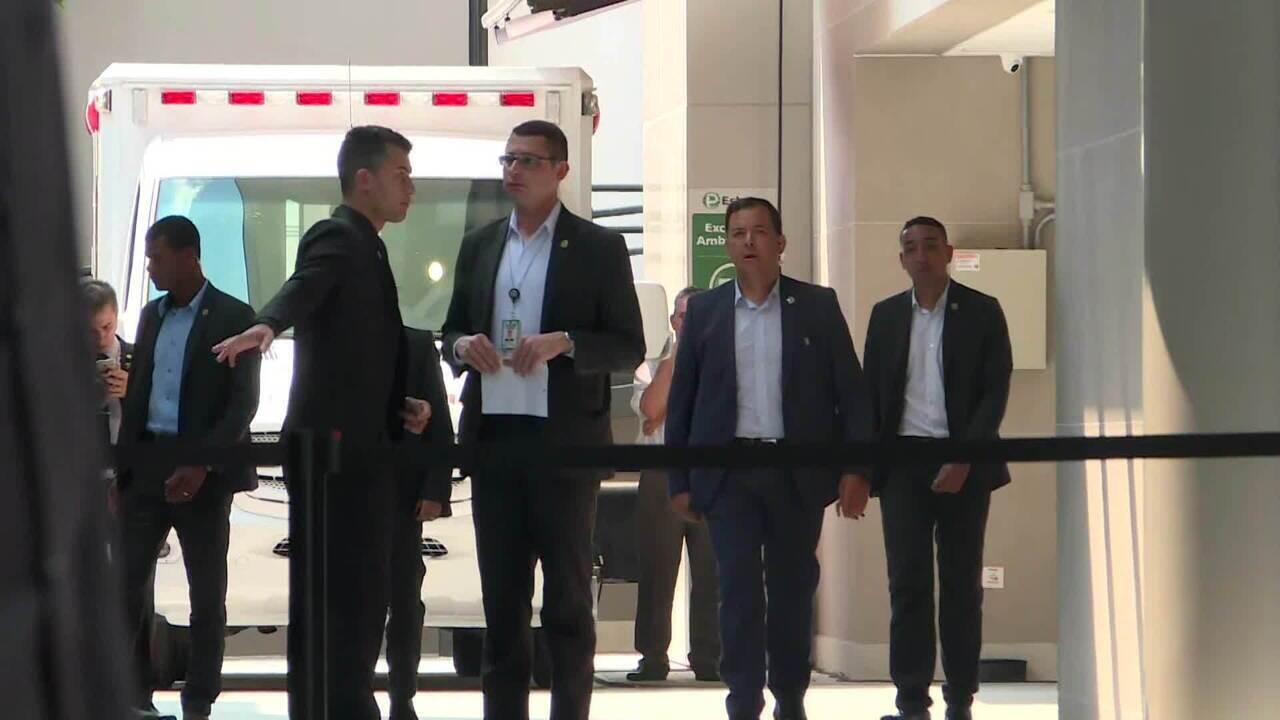 Bolsonaro tem alta hospitalar e volta para Brasília