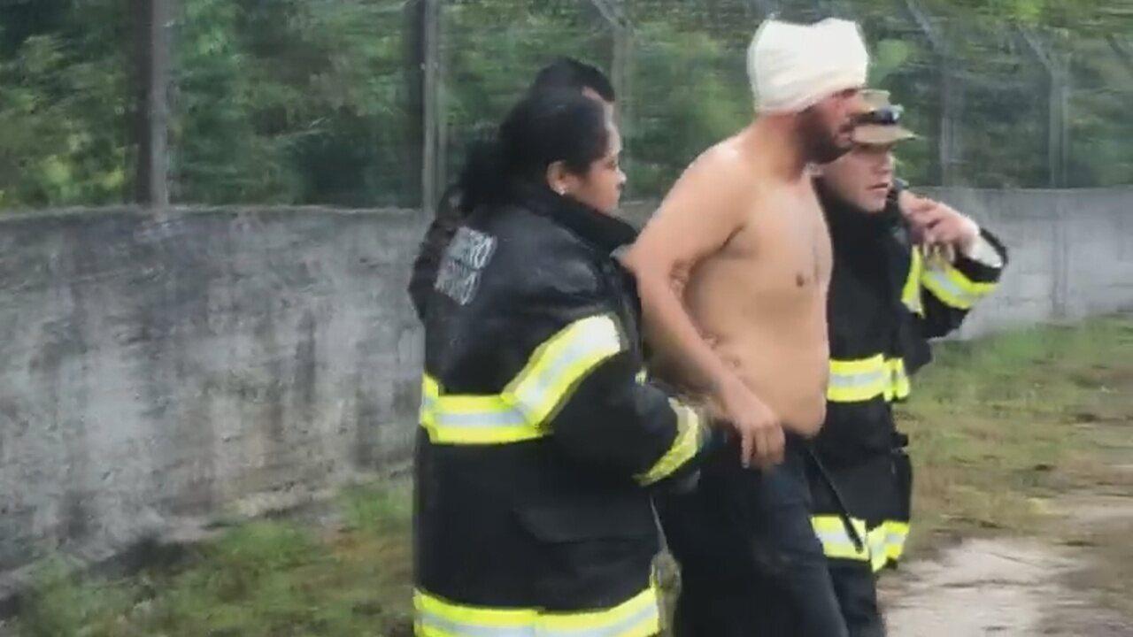 Vídeo mostra resgate de sobrevivente de queda de avião em Manaus