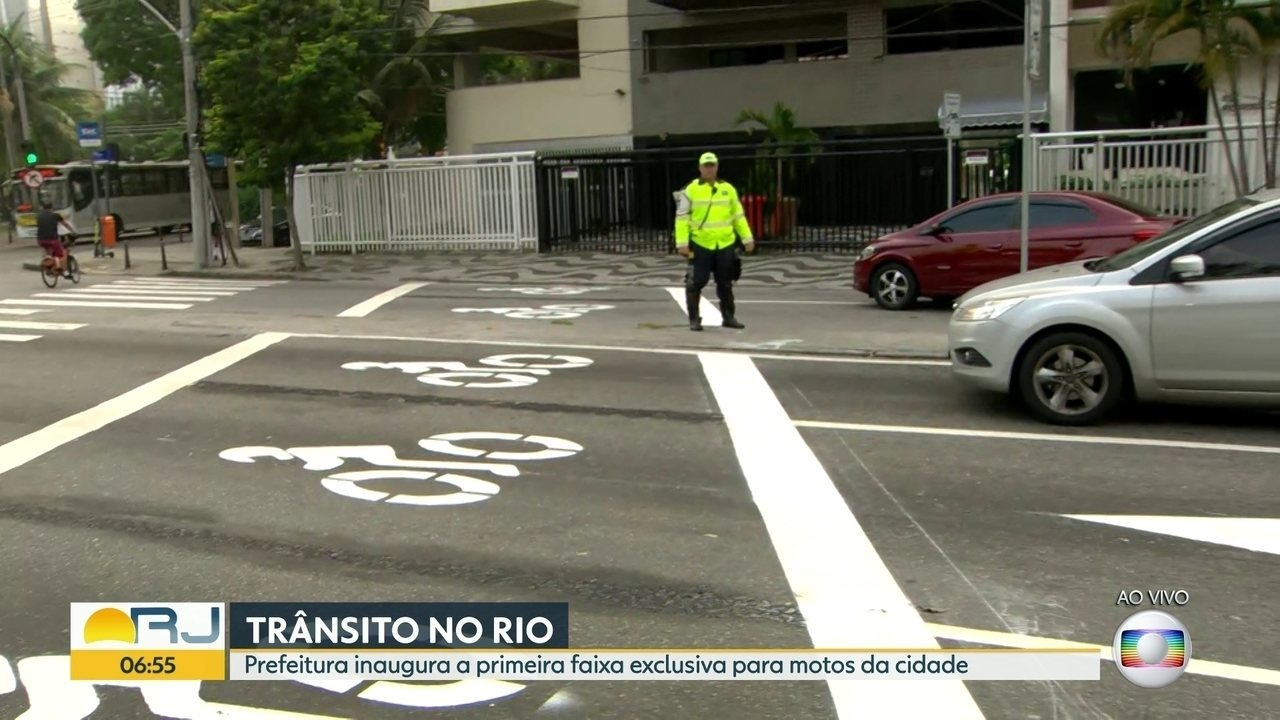 Prefeitura inaugura a primeira faixa exclusiva para motos no Rio