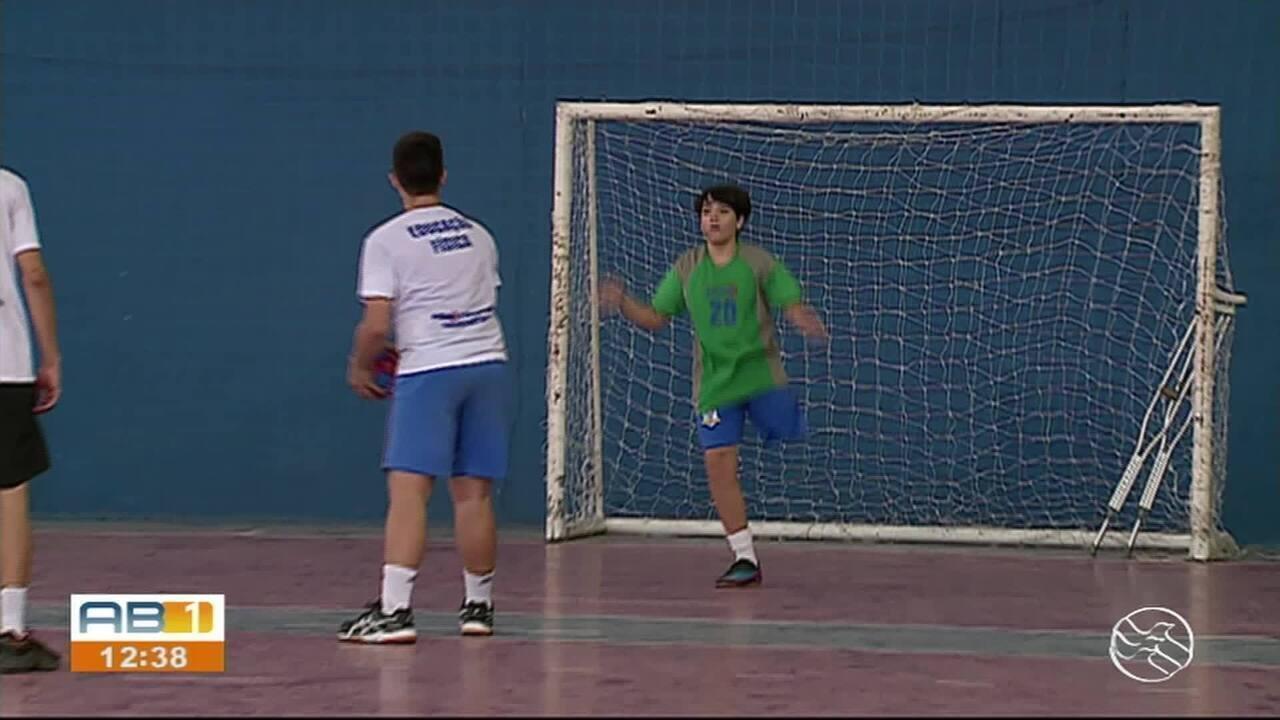 Goleiro se destaca nos jogos escolares e vídeo viraliza