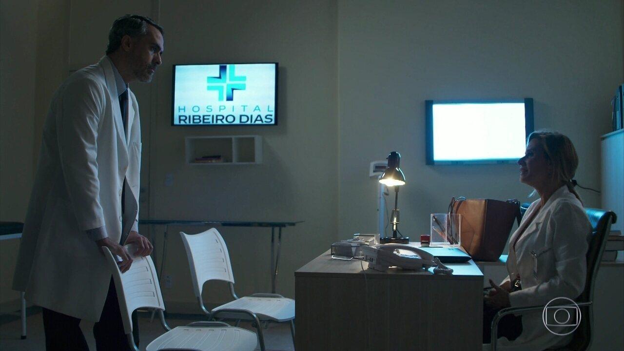 Letícia enfrenta o diretor do hospital