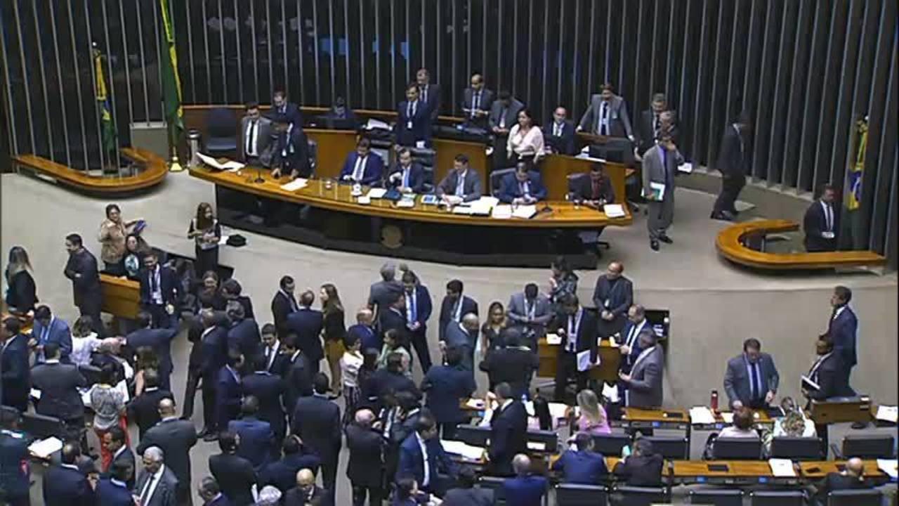 Repercussão entre deputados após assessores do PT levarem prêmio da Mega-Sena