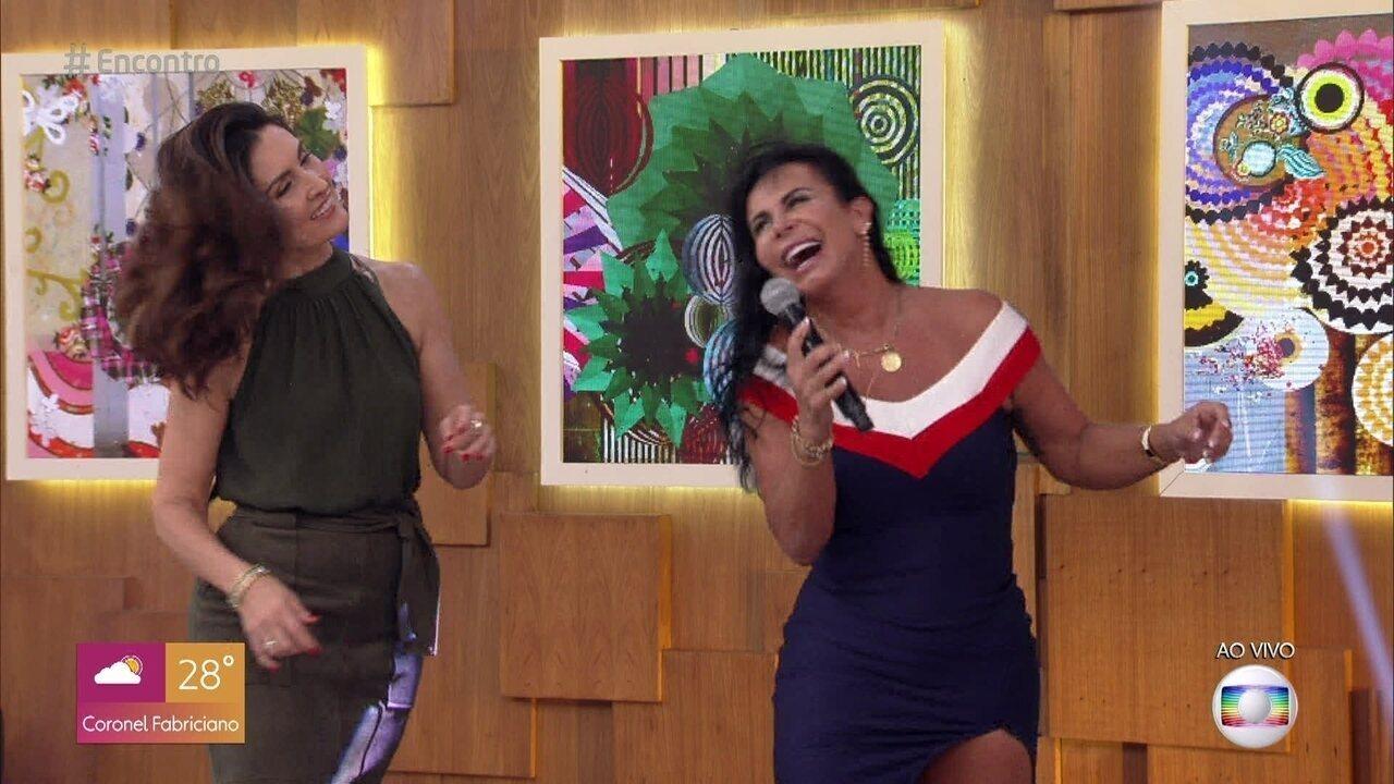 Fátima se rende e dança 'Conga, Conga, Conga' com Gretchen