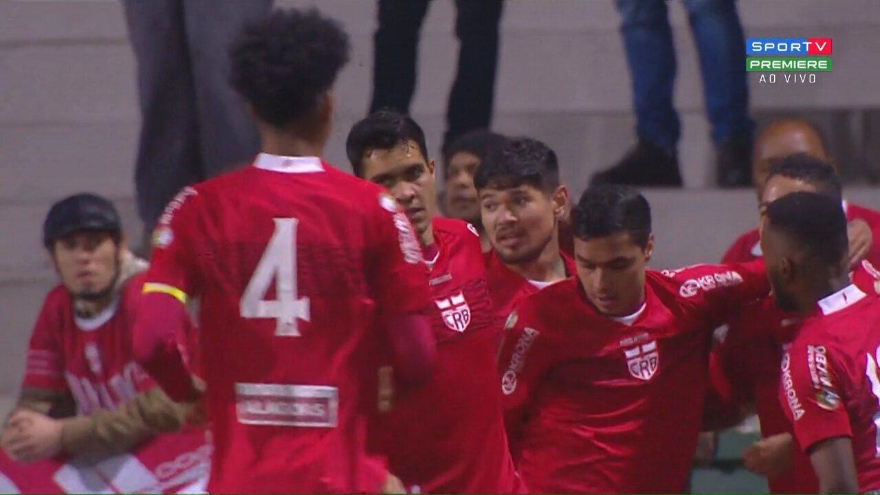 Gol do CRB! Aos 9 minutos, após corta luz, Felipe Ferreira aproveita e chuta no cantinho