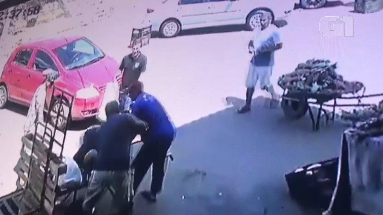VÍDEO: Câmera de segurança registram momento em que delegado é baleado em Feira de Santana