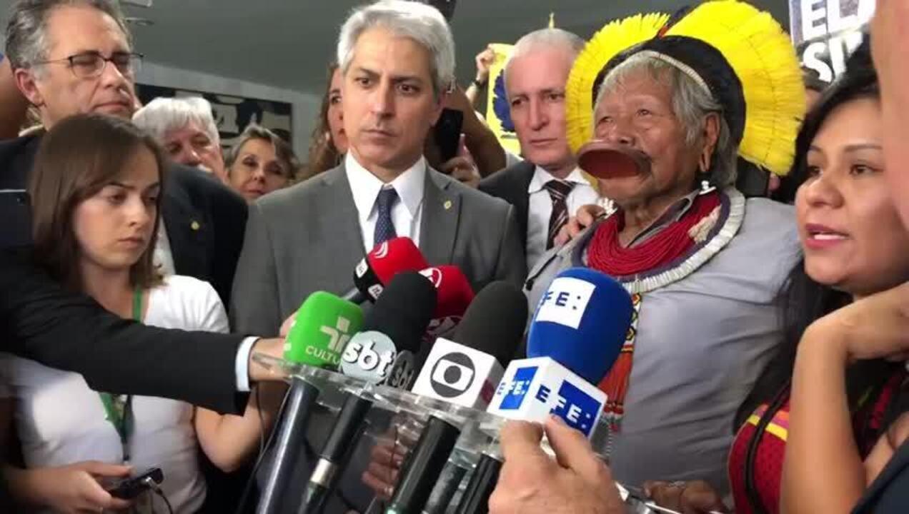 Raoni: 'Bolsonaro falou que não sou liderança; ele que não é liderança e tem que sair'