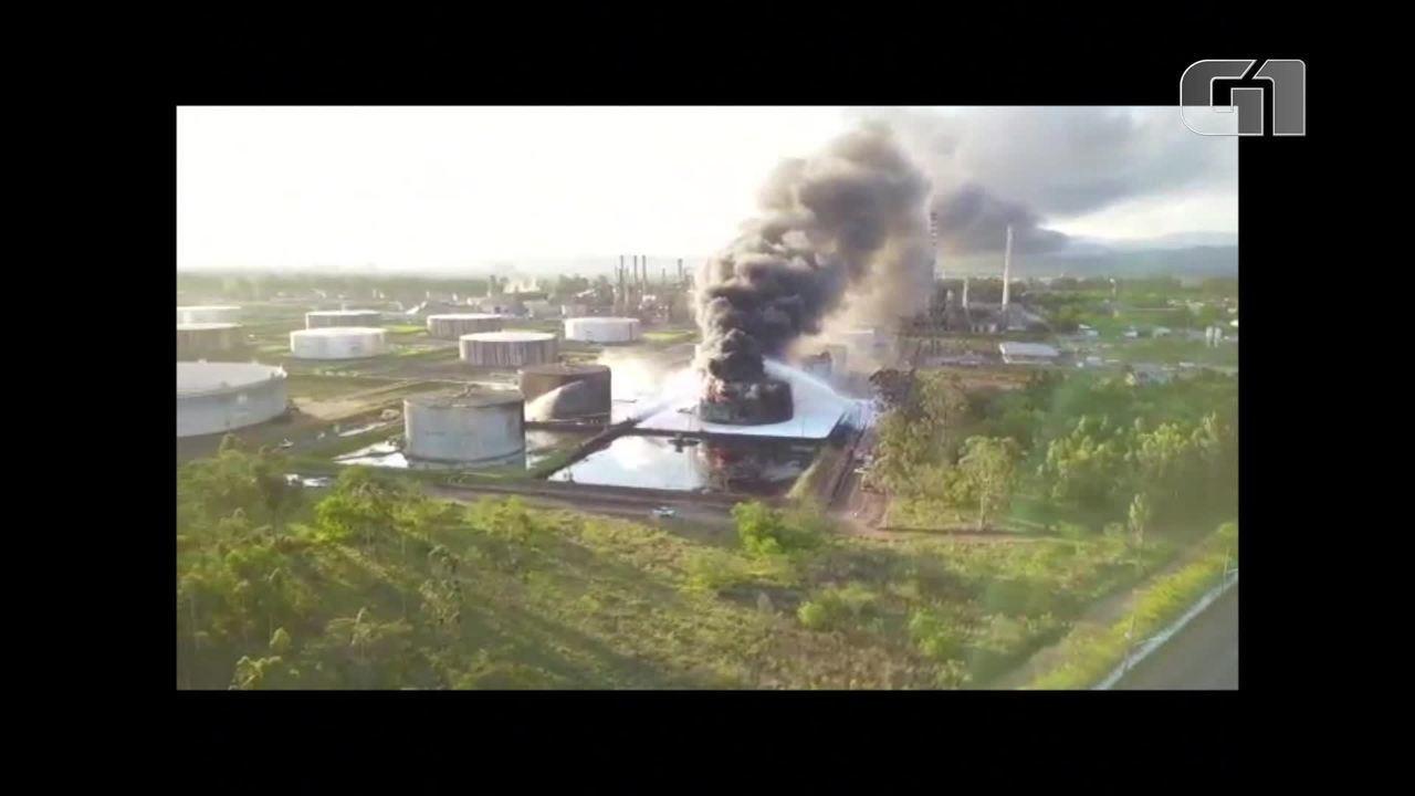 Incêndio atinge reservatório da Revap em São José dos Campos