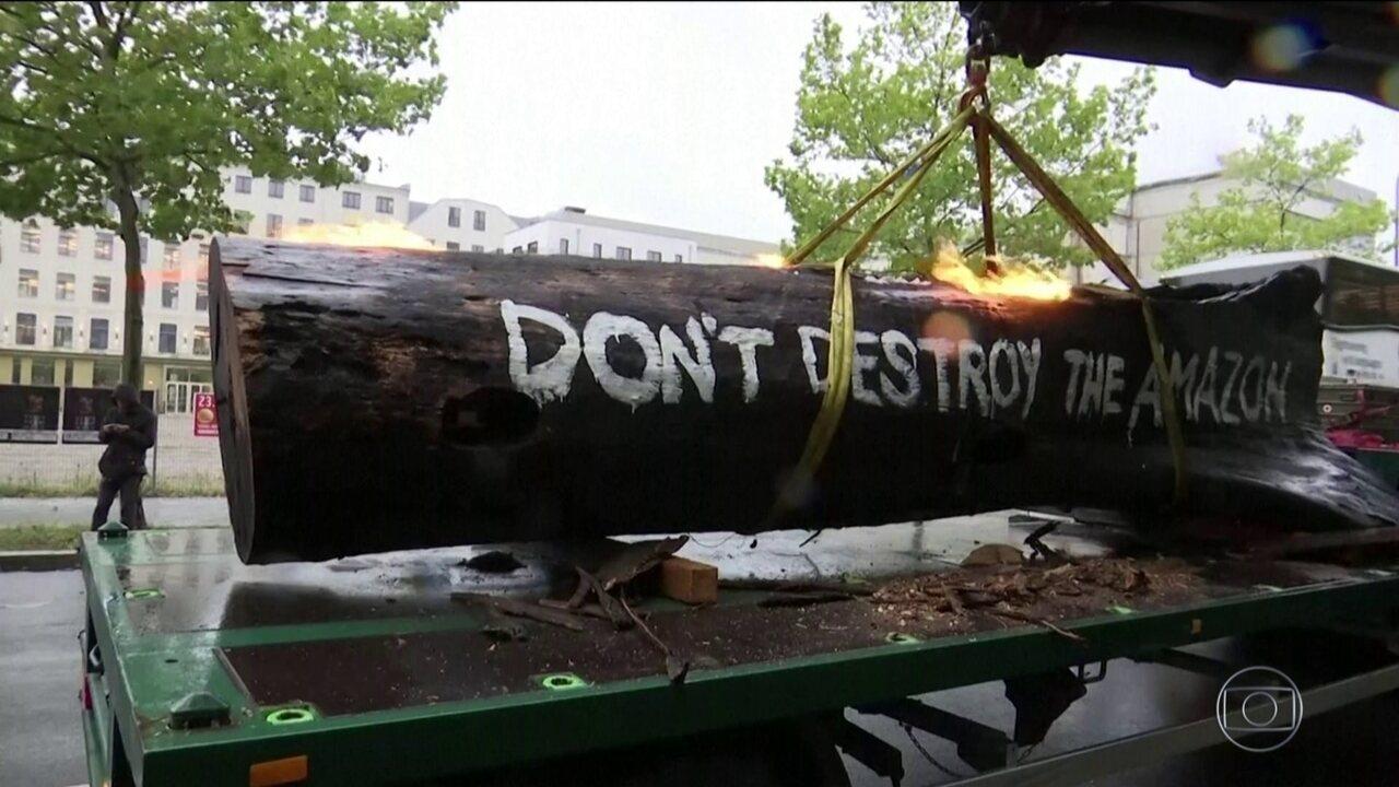 Ministro do Meio Ambiente Ricardo Salles é alvo de protestos na Alemanha
