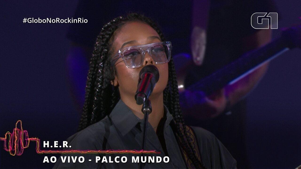 """H.E.R. interpreta """"Hard Place"""" no Rock in Rio"""