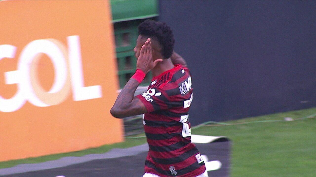 O gol de Chapecoense 0 x 1 Flamengo pela 23ª rodada do Brasileirão