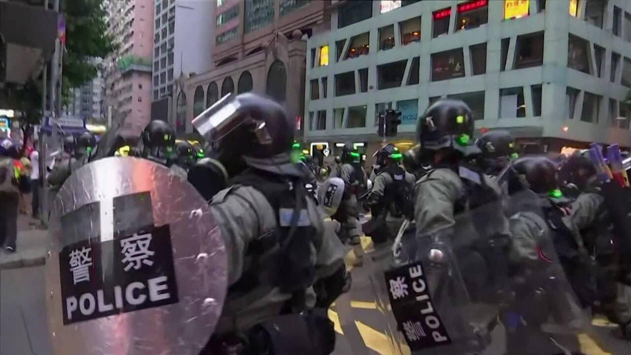 Manifestantes voltam às ruas contra proibição de máscaras em Hong Kong