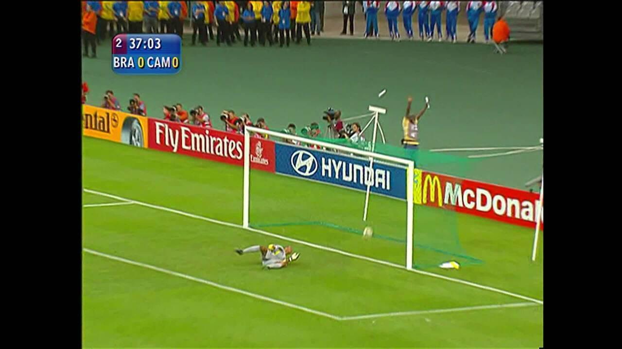 Veja o gol de Samuel Etoo contra o Brasil em 2003