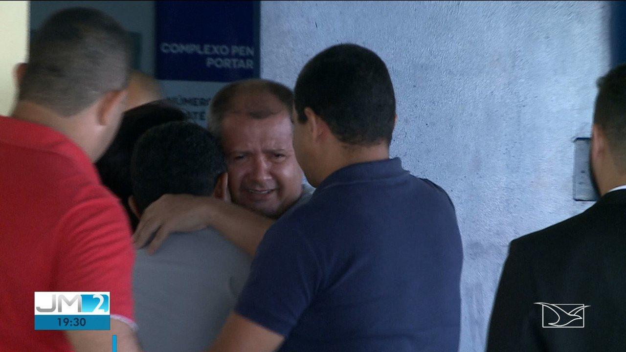 Júnior do Nenzin, acusado de matar o pai e ex-prefeito no MA, sai da prisão